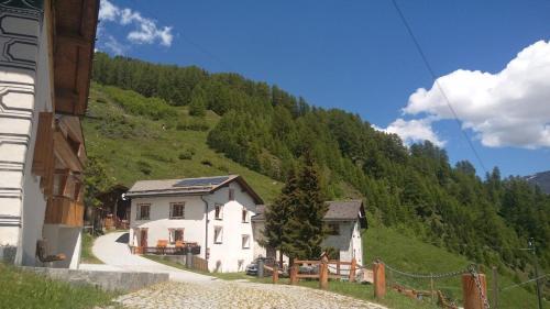 Berghaus am Sonnenhang Valpaschun - Valchava