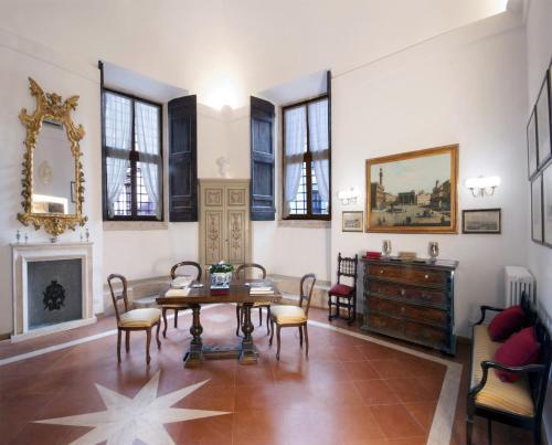 Campitelli Fascinating Apartment in Rom