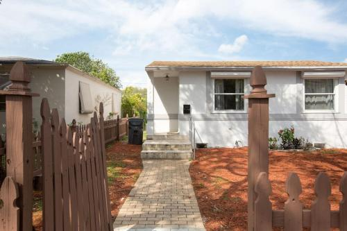 Mayo Villa - Hollywood, FL 33020