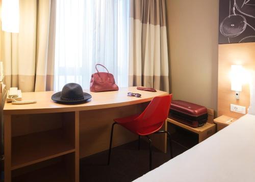 Фото отеля ibis Yerevan Center