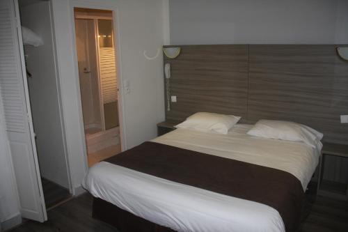 Panam Hotel - Place Gambetta photo 11