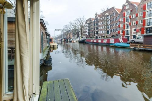 The Guest-Houseboat photo 14