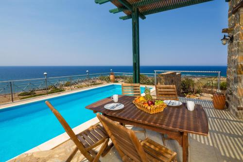. Elafonissi Villa with Amazing Sunset Views & Private Pool near Elafonissi