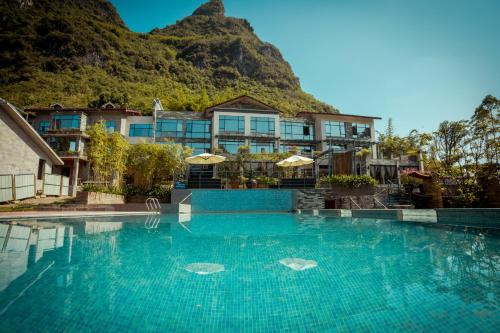 . Yangshuo Moonlit Sky Resort