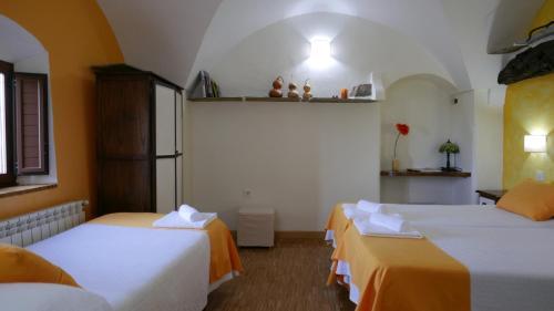 Habitación Doble con cama supletoria - 2 camas La Posada de Grimaldo 2