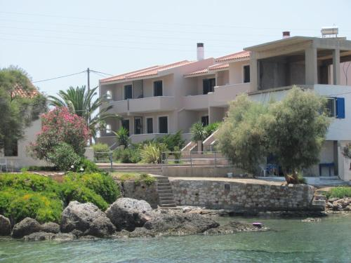 . Lakonia Bay Apartments