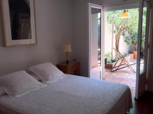 Suitur Courtyard Apartment photo 3