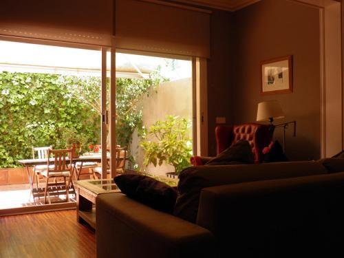 Suitur Courtyard Apartment photo 12