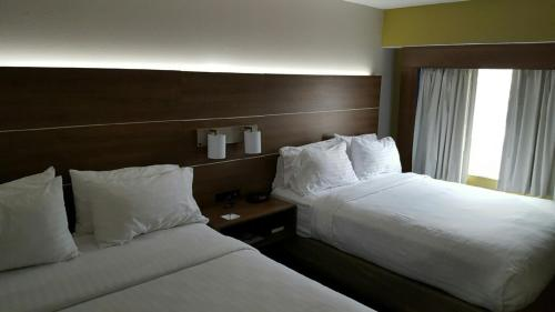 Holiday Inn Express Mount Pleasant- Scottdale - Mount Pleasant, PA 15666