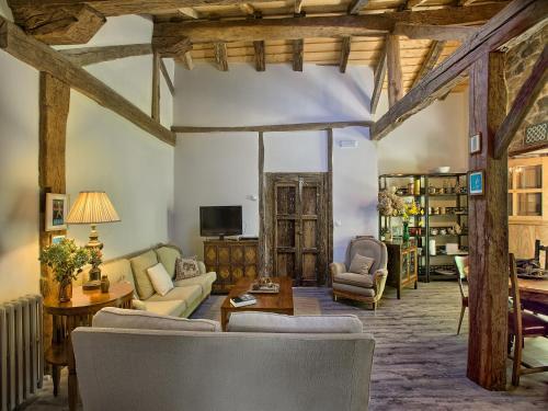 Three-Bedroom Apartment La Curva De María 3