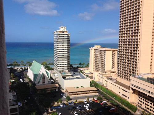 Waikiki Banyan Remodeled Ocean-View Condo 2212