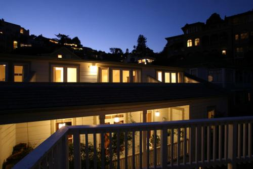 The Gables Inn - Sausalito - Bed And Breakfast - Sausalito, CA 94965