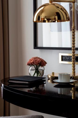 Four Seasons Hotel London at Ten Trinity Square - image 3