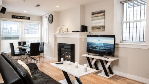 . Modern Fully Furnished Apartments in Washington Downtown