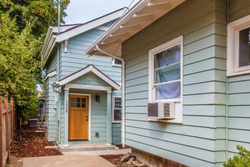 Northeast Portland Bungalow - Portland, OR 97213
