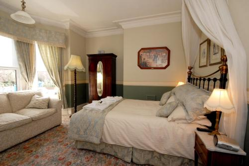 Feversham Lodge Guest House (B&B)