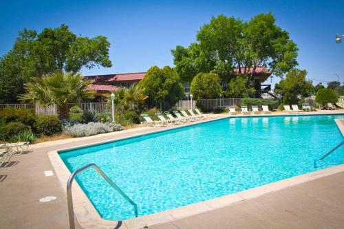 Green Tree Inn And Extended Stay Suites - Victorville, CA 92395