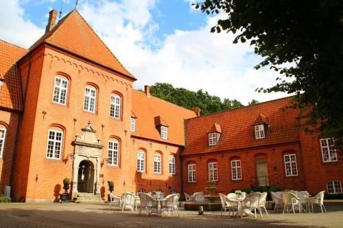 . Sophiendal Manor