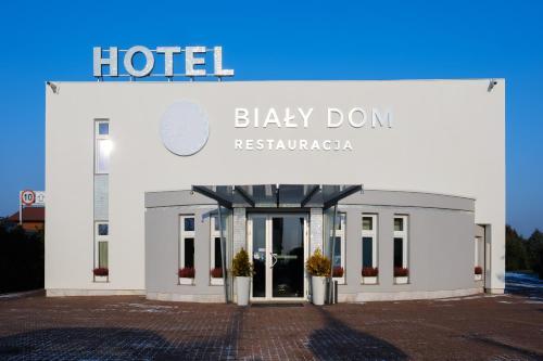 HotelHenlex Bia?y Dom Restauracja Hotel