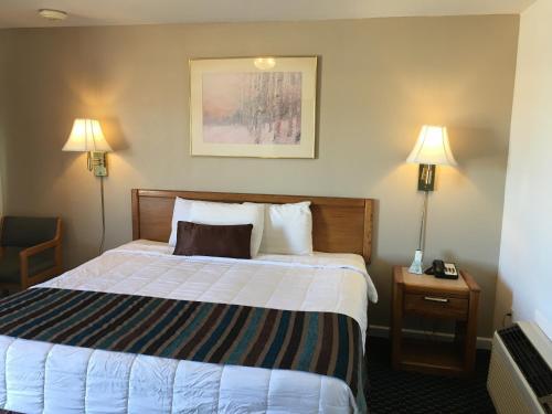 Sloans Motel - Burlington, CO 80807