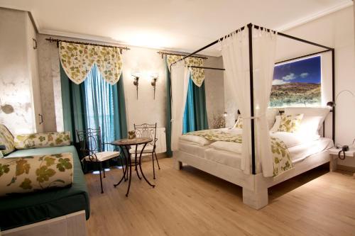 Suite with Balcony-Sierra de Carrasqueta Boutique Hotel Sierra de Alicante 6