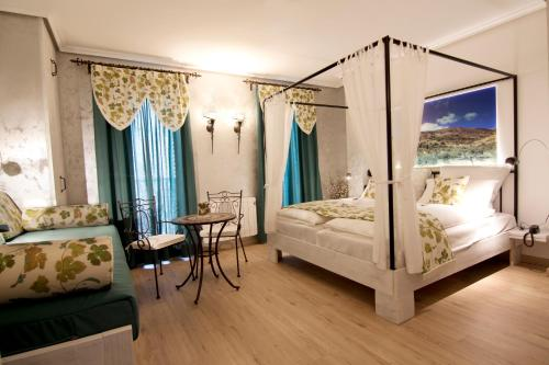 Suite with Balcony-Sierra de Carrasqueta Boutique Hotel Sierra de Alicante 11