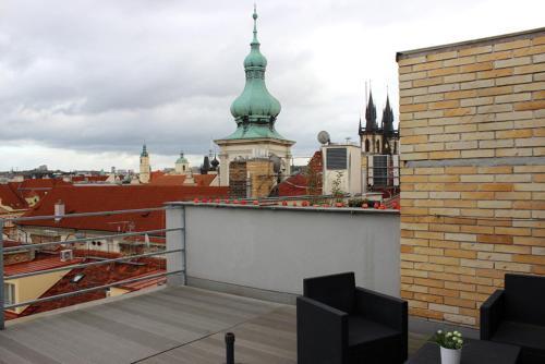 Prague Old Town Apartment with Terrace Bild 15