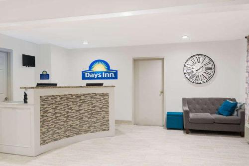 Days Inn & Suites By Wyndham Sellersburg - Sellersburg, IN 47172