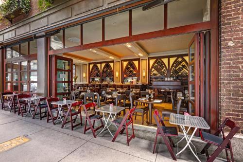 299 Madison Avenue, New York, 10017, United States.