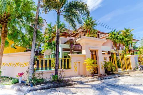 Modern Thai Villa walk to Patong Beach Modern Thai Villa walk to Patong Beach