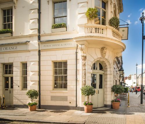 37 Pimlico Road, London SW1W 8NE, England.