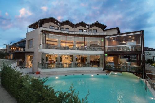 . Cosmopolitan Hotel & Spa