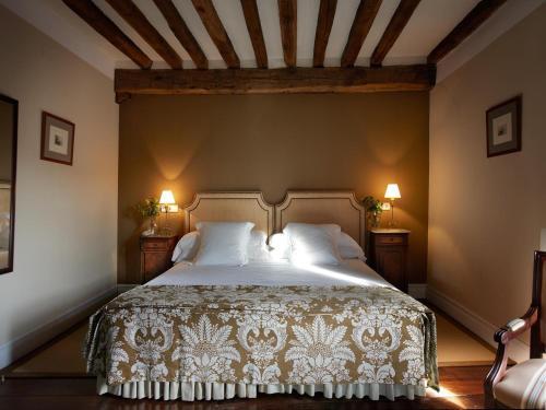 Double or Twin Room Churrut Hotel 5