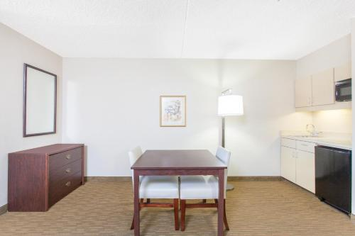Hawthorn Suites By Wyndham Midwest City Tinker Afb - Midwest City, OK 73110