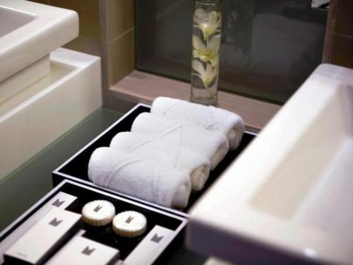 Millennium Dubai Airport Hotel Номер Делюкс с кроватью размера «king-size»