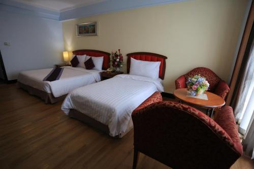 Karnmanee Palace Hotel photo 26