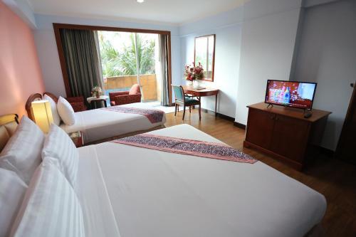 Karnmanee Palace Hotel photo 39