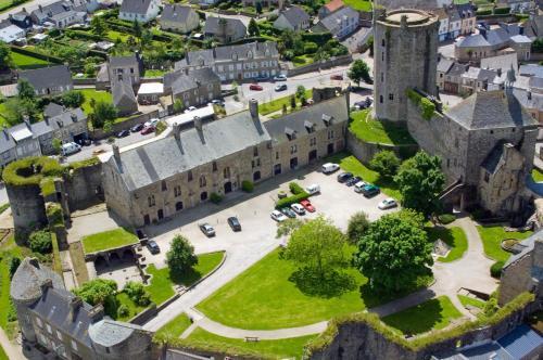 . Le Château de Bricquebec