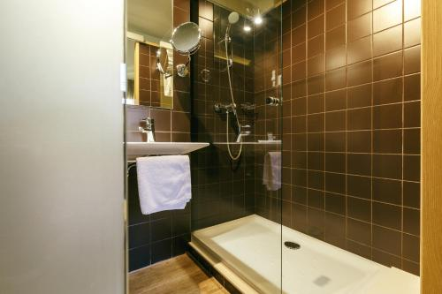 Double or Twin Room Hotel Spa Vilamont 36