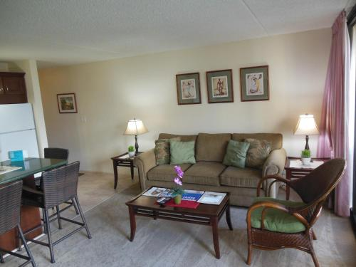 Waikiki Banyan Apartment 1603 - Honolulu, HI 96815