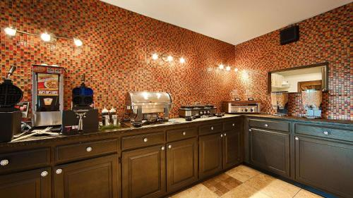 Best Western Windsor Suites - Fayetteville, AR 72701
