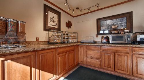 Best Western Miners Inn - Yreka, CA 96097