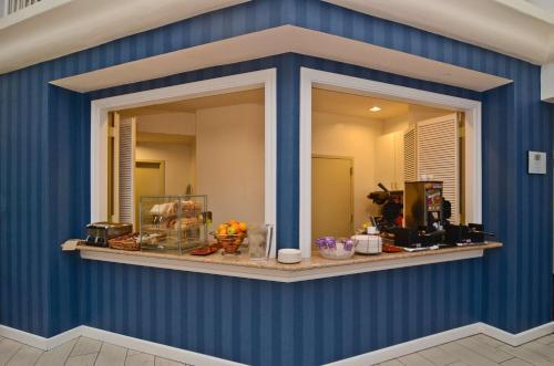 Best Western Plus All Suites Inn - Santa Cruz, CA 95060