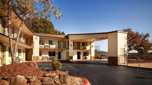 Best Western Hillside Inn - Clinton, AR 72031