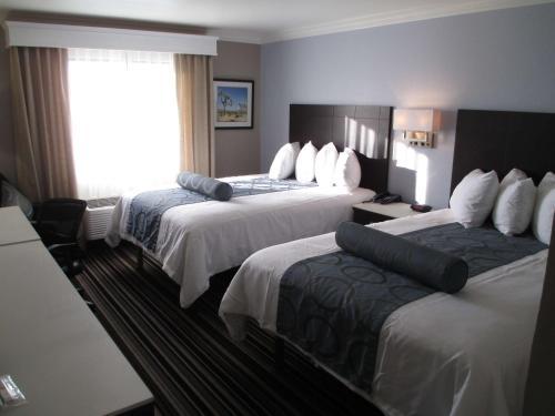 Best Western Plus Diamond Valley Inn - Hemet, CA 92545
