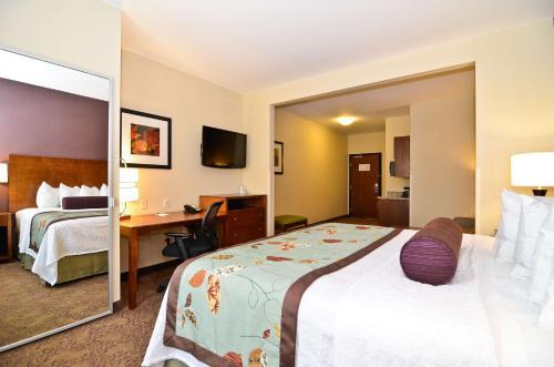 Best Western Plus Carousel Inn & Suites Burlington - Burlington, CO 80807
