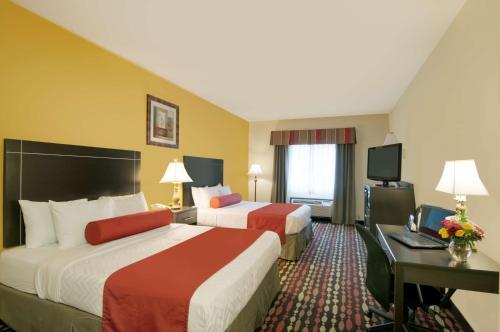 Best Western Plus Greentree Inn & Suites - Moore, OK 73160