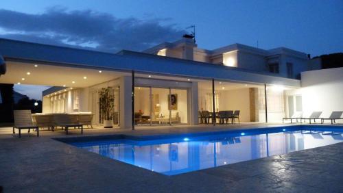 Luxury Beach House impression