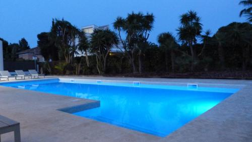 Luxury Beach House photo 25