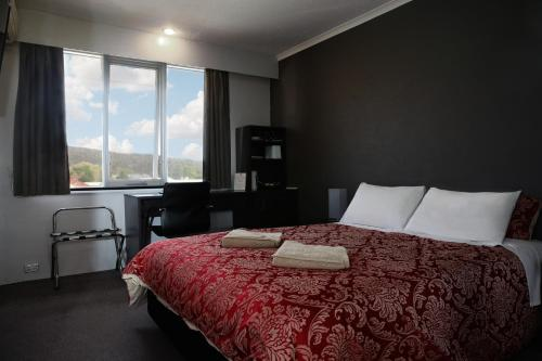 . White Manor Motel